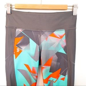 Under Armour Women Size S Cropped Leggings